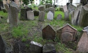 К чему снится кладбище в воде