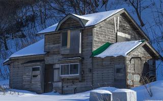 Сон старый дом на обрыве реки
