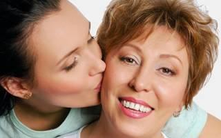 Мама целует во сне