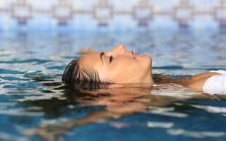 К чему снится плавать