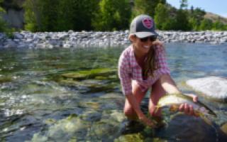 Ловить рыбу в чистой воде во сне